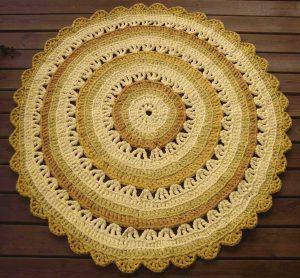 Keltainen virkattu design matto laatua arvostavalle keltaisen ystävälle