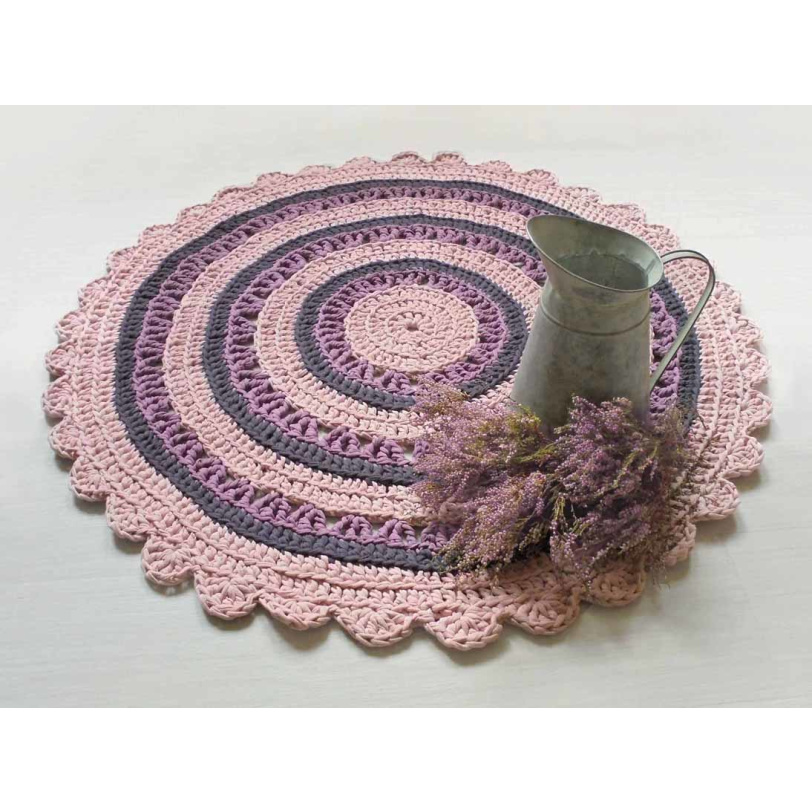 Kanervan värinen virkattu matto