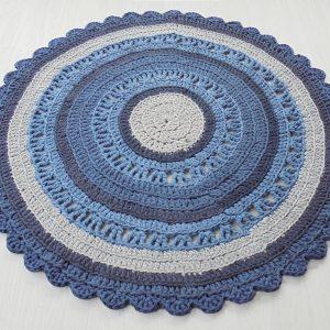 sinisävyinen käsin tehty matto