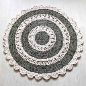 Vihreä-valkoinen virkattu matto