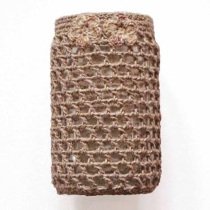 Pellavalla verhoiltu maljakko