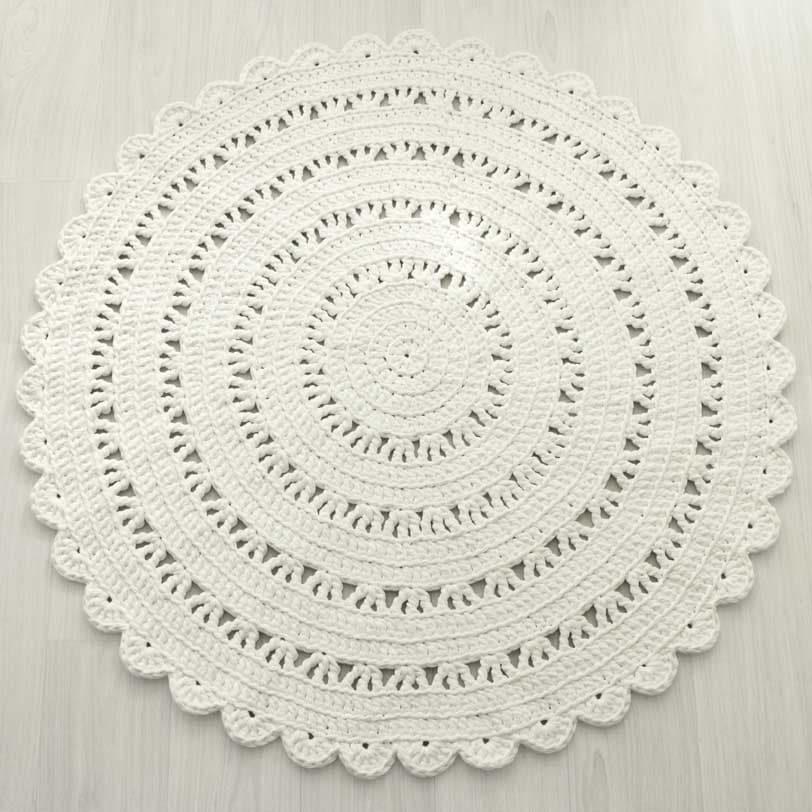 Valkoinen pitsiunelma virkattu matto