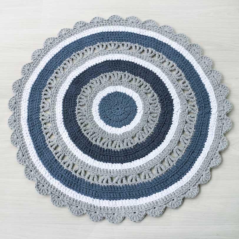 sinisävyinen virkattu matto ontelokuteesta