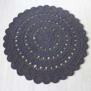 tummanharmaa virkattu matto