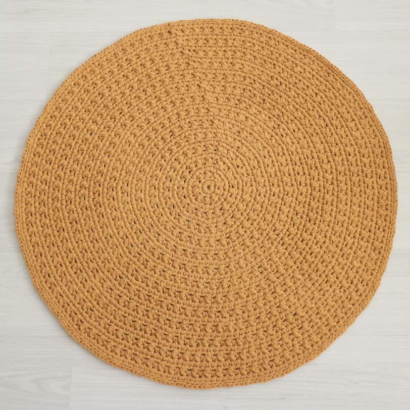 skandityylinen keltainen virkattu matto