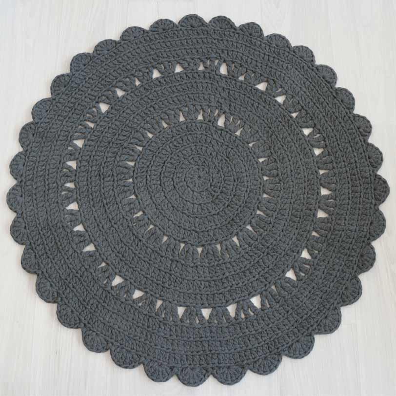 monikäyttöinen virkattu tummanharmaa matto