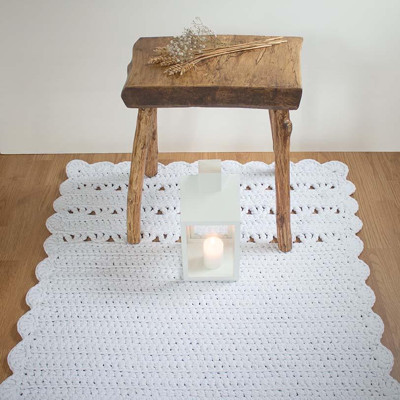 suorakaide valkoinen virkattu matto