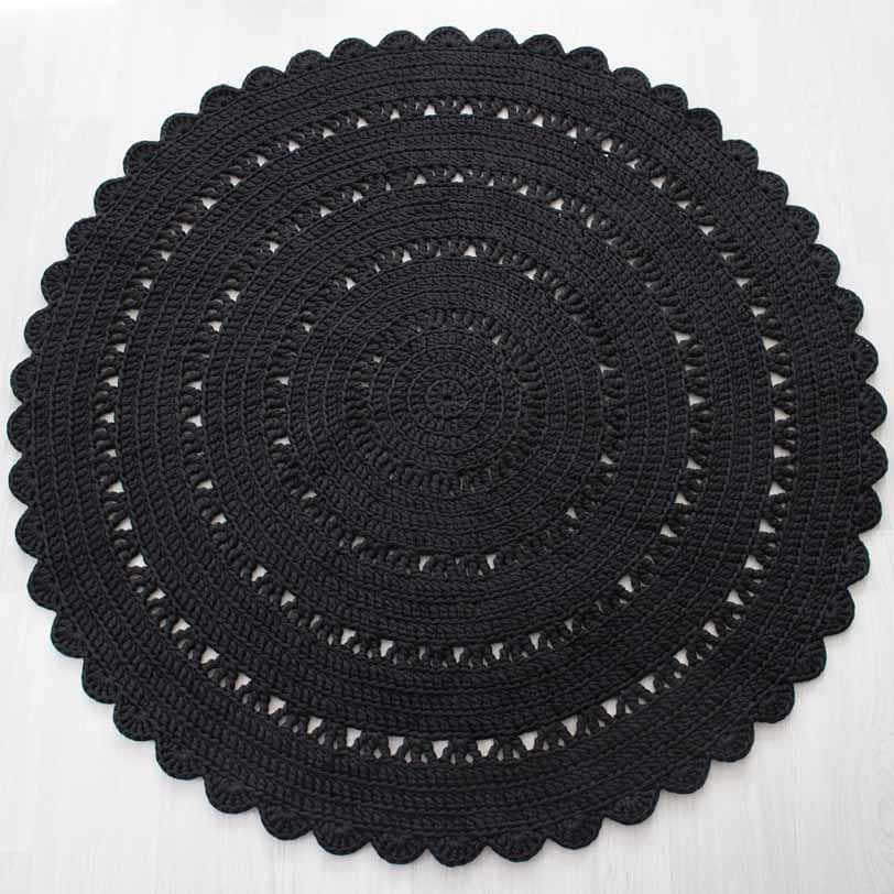 upea suuri musta virkattu matto