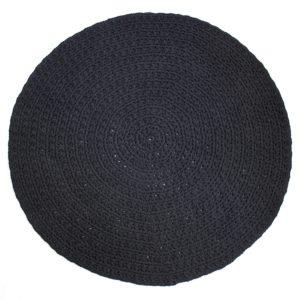 skandityylinen musta virkattu matto