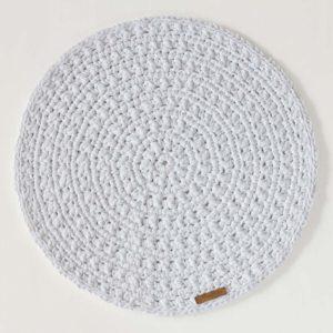 virkattu valkoinen skandityylinen pöytätabletti