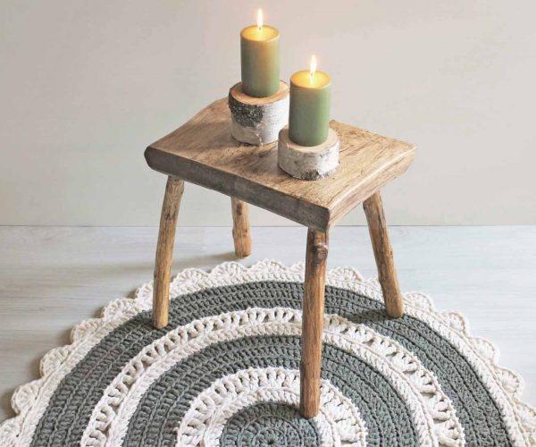 Vihreä matto ja kynttilät